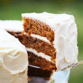 INCREDIBLE CARROT CARROT CAKE WITH CREAM CHEESE FROSTING {Simply classic, but probably the BEST recipe out there. And that cream cheese frosting is so creamy, perfectly sweet and very stable!}