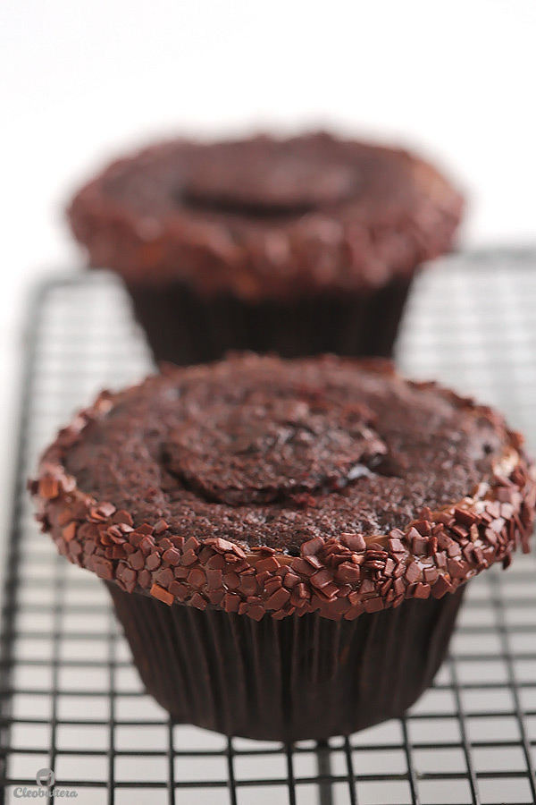 peanut butter lava fudge cupcakes