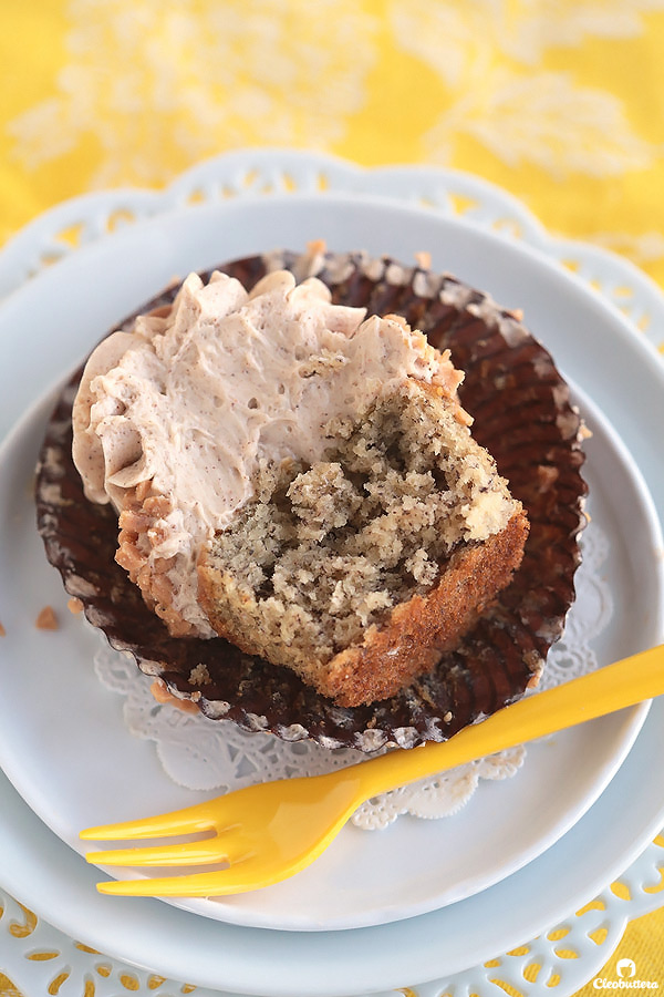 Moist and tender banana cupcakes bursting with banana flavor! Browned butter cinnamon cream cheese frosting makes them incredibly delicious.