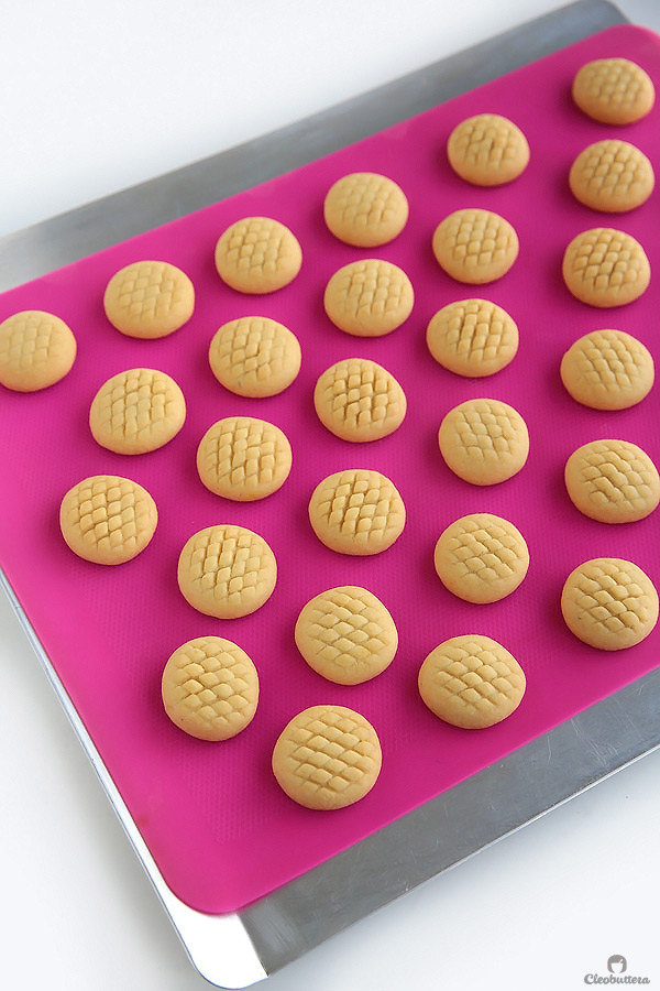 An AMAZING recipe for traditional Eid (post Ramadan Feast) cookies! These have a fabulously delicate texture that dissolves in the mouth. Filling variations included!