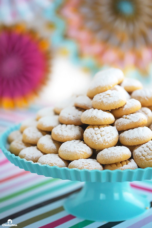 Wonderful Biscuit Eid Al-Fitr Food - kahk-stand-closer2  Collection_547953 .jpg