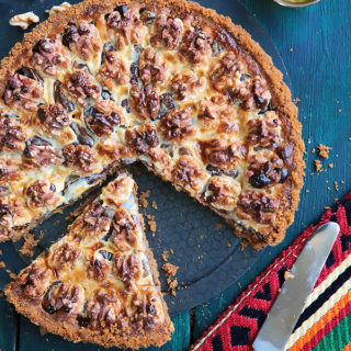 This tart could not be easier or more delicious! Cinnamon spiced digestive biscuit crust, layered with soft dates, walnuts and caramelized condensed milk. Heavenly!