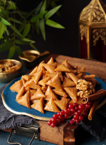 These sweet 'lil treats will make everyone go nuts! Bite-size crispy samosatriangles filled with an aromatic mixture of walnuts and cinnamon, and sweetened with drizzles of spiced sugar syrup. Good luck stopping at one!